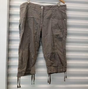 George & Martha Cargo Capri Pants Size 16